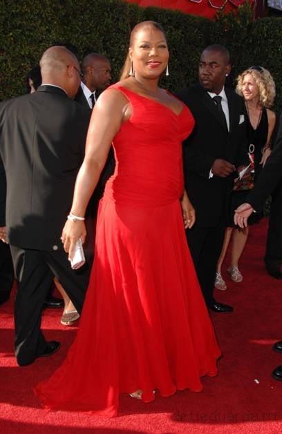 квин латифа в красном платье