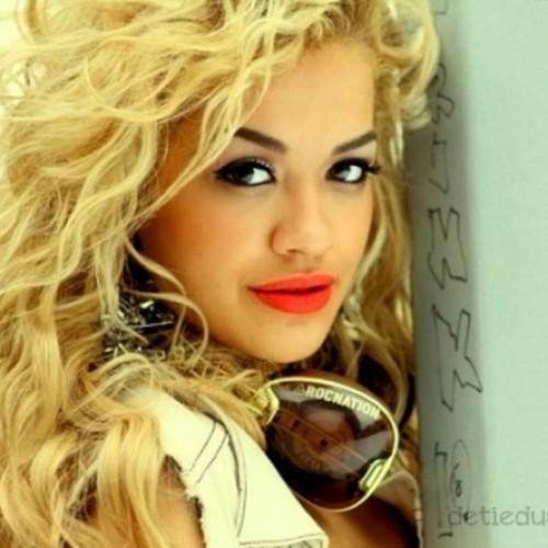 макияж для кареглазой блондинки Рита Ора (10)