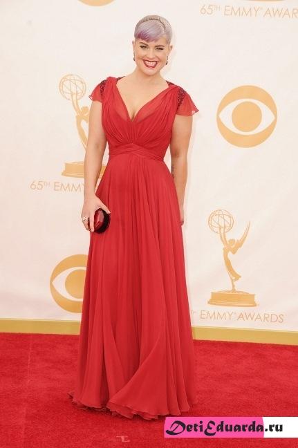 Платье красного цвета для полных, или что выбирают звезды размеры плюс
