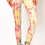 С чем носить пестрые брюки — советы дизайнеров